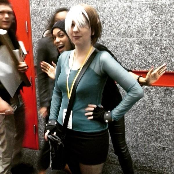Rosario Dawson photobombing a fan (my sister) at Comicpalooza 2015